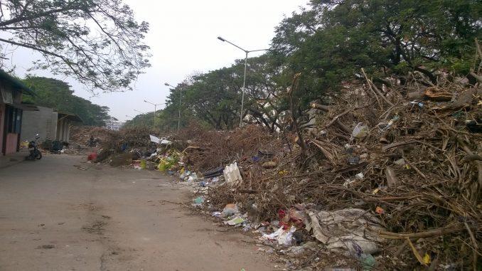 Waste accumulation at Anna Main Road, MGR Nagar Chennai. Pic: Bhavani A P