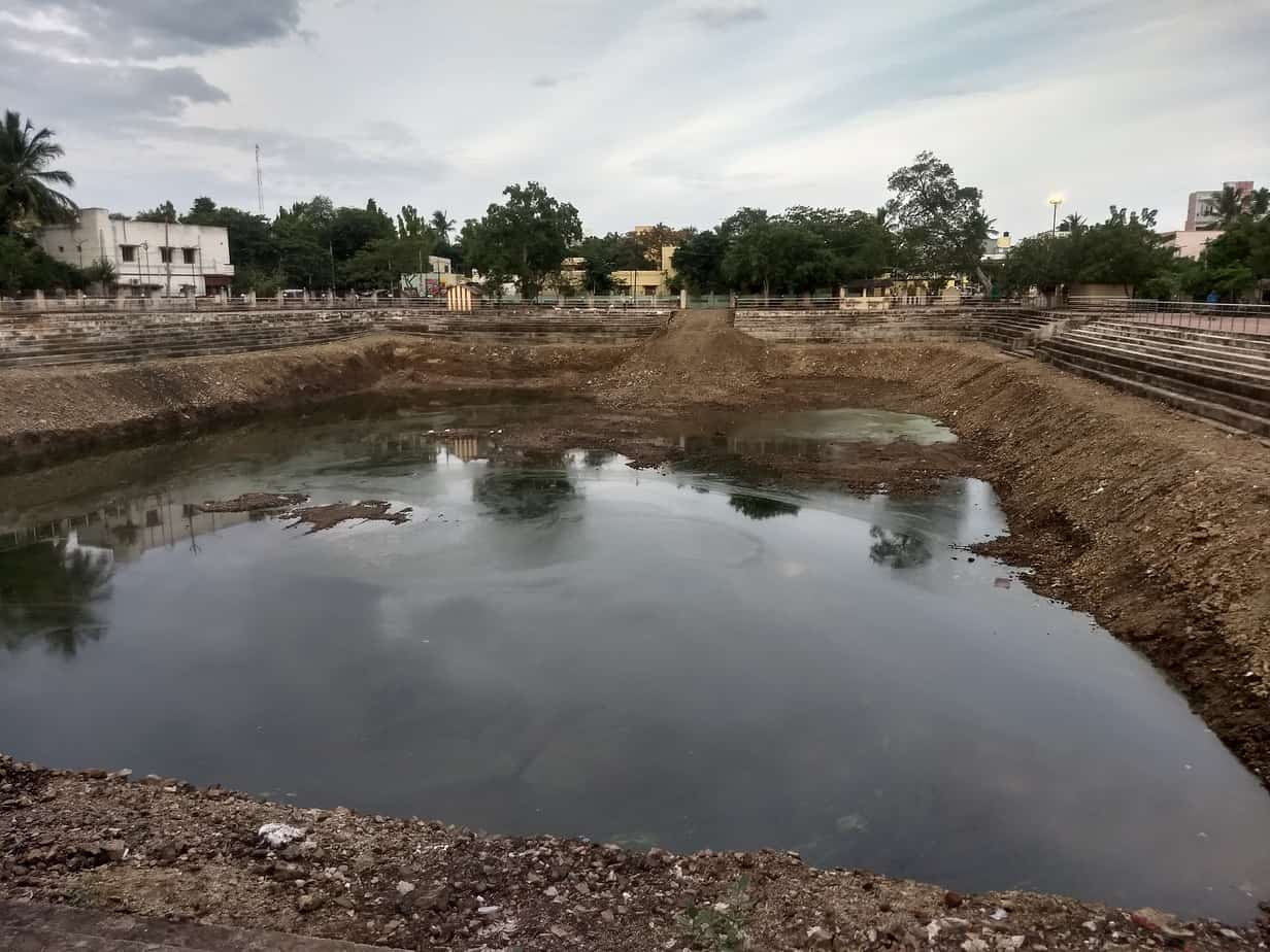 A water-filled temple tank at the Raja Ganapathy temple in Rajkilpakkam. The tank helps recharge groundwater in the neighbourhood.